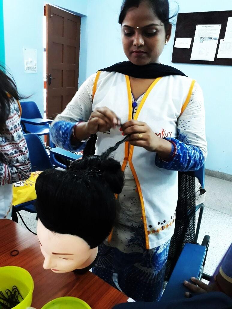 Assistant Hair Stylist training at NYCS-KOVIDA Skill Development Center, Vikaspuri, New Delhi.